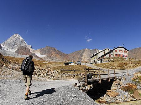 Alpi il rifugio pizzini in val cedec valfurva for Rifugio in baita di montagna